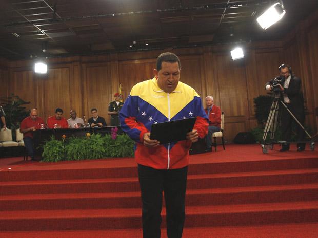 O presidente venezuelano, Hugo Chávez, durante entrevista  coletiva nesta segunda (27) no Palácio Miraflores, em Caracas