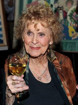 Gloria Stuart, na comemoração de seu aniversário de 100 anos, na Academia de cinema americano
