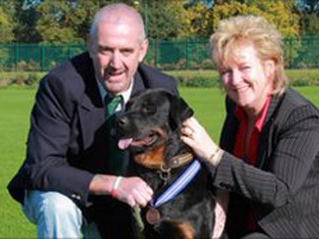 Jack com os donos Ian e Liz Maxted-Bluck