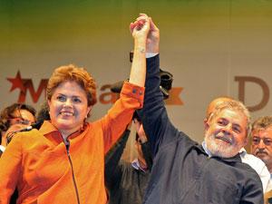 Dilma Rousseff e o presidente Luiz Inácio Lula da Silva em comício nesta segunda (27) em São Paulo
