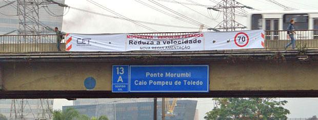 Faixa avisa sobre mudança na Marginal Pinheiros