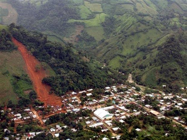 Vista aérea da cidade Amatan, no estado mexicano de Chiapas, onde um delizamento de terra deixou ao menos 12 mortos nesta quarta-feira (29)