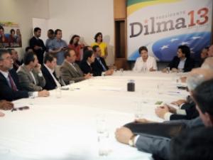 Candidata à Presidência da República pelo PT, Dilma Rousseff, durante encontro com lideranças religiosas em seu escritório político.