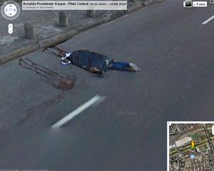 Corpo é flagrado por câmeras do serviço Street View