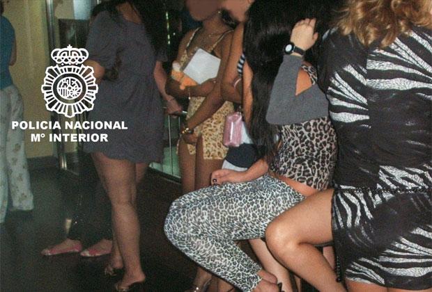 Foto divulgada pela polícia da Espanha mostra mulheres que eram exploradas pela quadrilha.
