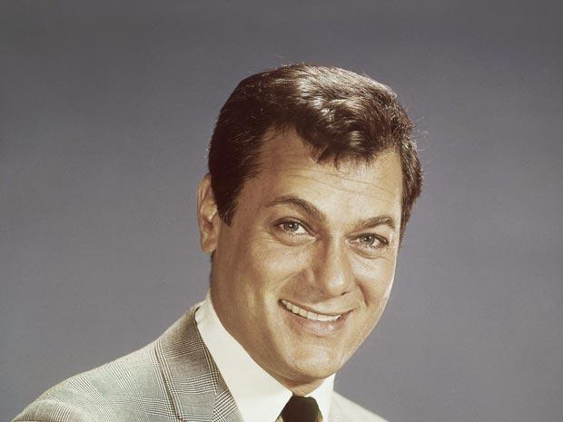 O ator Tony Curtis em foto de 1965.