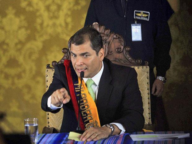 Rafael Correa falou em entrevista para a imprensa no palácio Carondolet, após ser resgatado