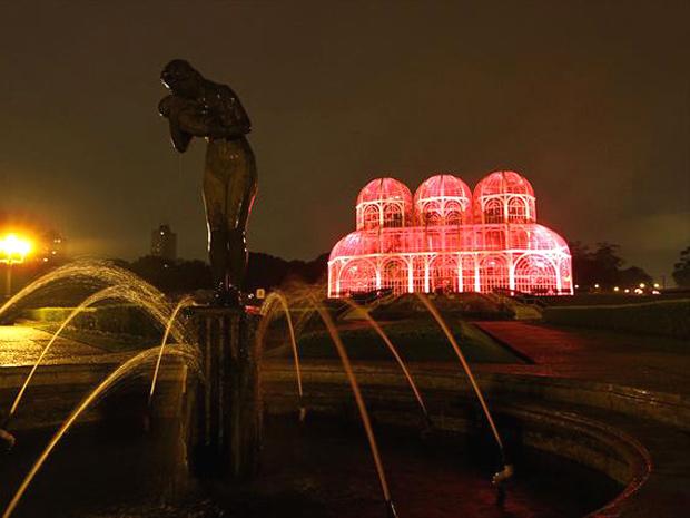 G1  Estufa do Jardim Botânico de Curitiba ganha iluminação rosa