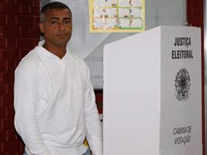 Romário vota no Rio