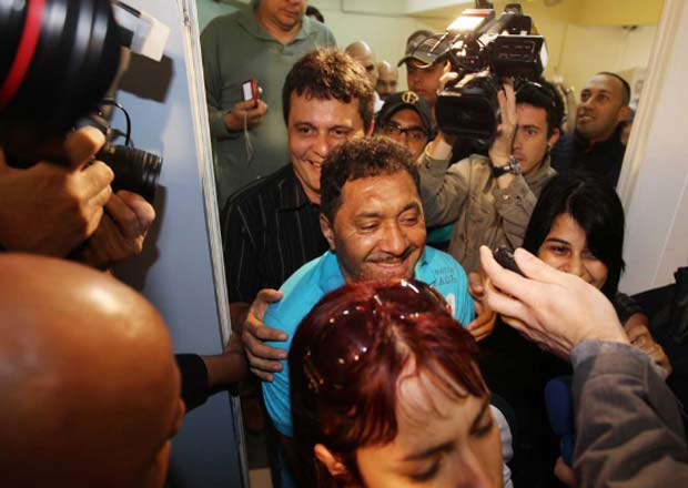 Tiririca, candidato a deputado federal, chega para votar na Unip do Paraíso, na Zona Sul de SP.