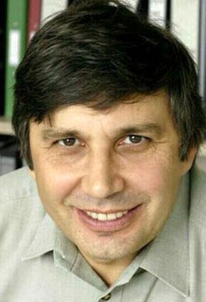 O holandês Andre Geim, nascido na Rússia em 1958, concluiu doutoradoem Física de Estados Sólidos na Academia de Ciências da Rússia. É diretor do centro de pesquisas de nanotecnologia da Universidade de Manchester