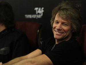 Jon Bon Jovi diz que o público nos shows está cada vez mais masculino. 'Olhamos do palco e nos perguntamos, 'cadê as garotas'?'.