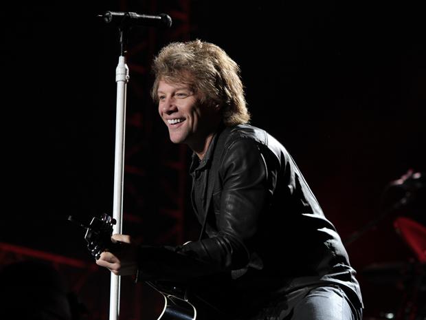 O roqueiro Jon Bon Jovi abriu o show da sua banda Bon Jovi nesta quarta-feira (6) em São Paulo com a faixa 'Blood on blood'.