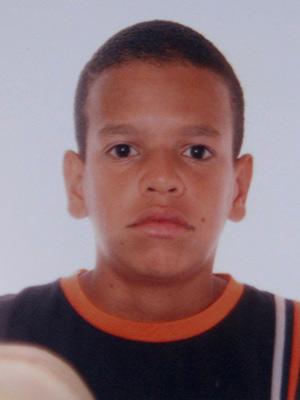Menino morre em tiroteio no Morro da Mangueira