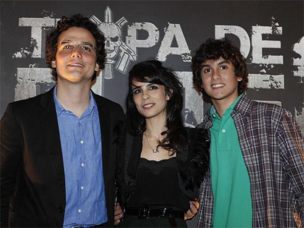 Wagner Moura, Maria Ribeiro e Pedro Van Held, durante a pré-estreia de 'Tropa de elite 2' em Paulínia