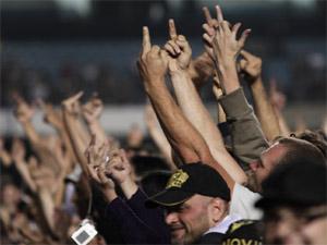 Protesto de fãs contra show do Fresno na abertura do Bon Jovi