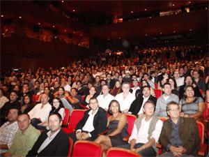 Público assiste à pré-estreia de 'Tropa de elite 2', em Paulínia