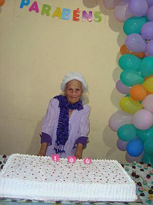 Dona Antonia, em seu aniversário de 106 anos