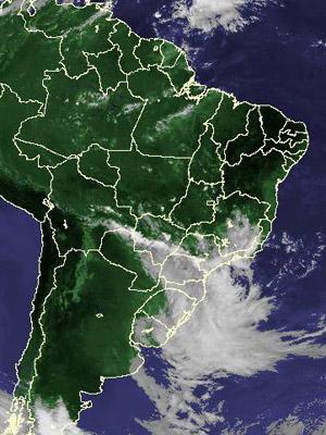 Imagem de satélite de quinta-feira (6) mostra nebulosidade no Sul do país