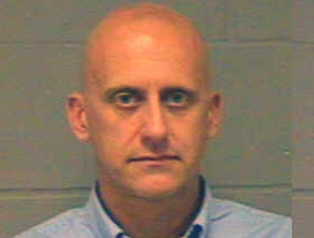Neil Goldberg é acusado de se masturbar enquanto espiava uma mulher.