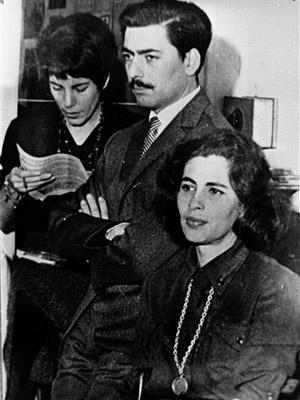 Em foto de 1959, Vargas Llosa aparece ao lado da mulher Julia Urquidi (à direita) e da jornalista guatemalteca Maria Cristina Orive