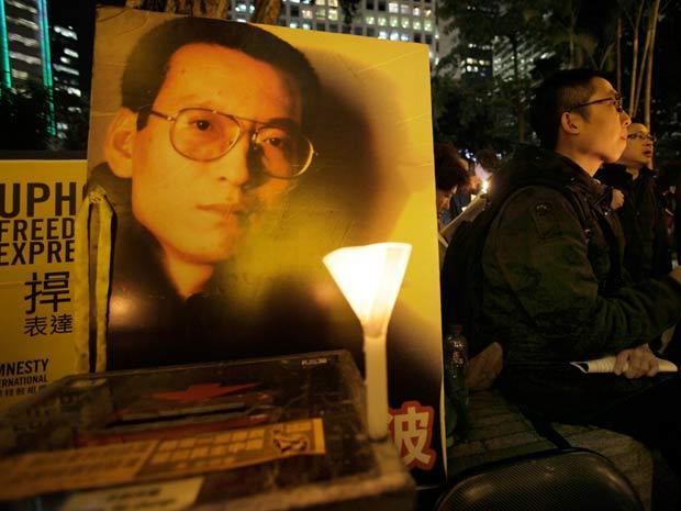 Manifestantes pedem a libertação do dissidente chinês Liu Xiaobo, ganhador do Prêmio nobel da Paz de 2010