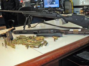 Agentes da Draco apreenderam armas com suspeitos de integrar milícia na Zona Oeste