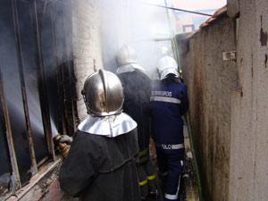 Oficiais do Corpo de Bombeiros atuam em ocorrências em Curitiba