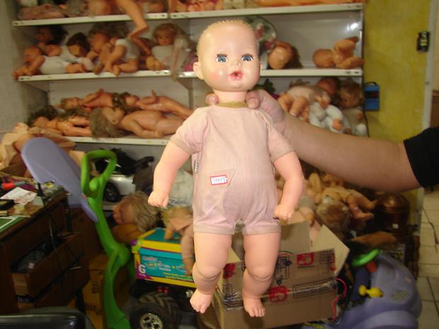 Boneca em oficina do Pronto-Socorro das Bonecas