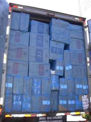 Cigarro de origem estrangeira é encontrado em caminhão abandonado no PR