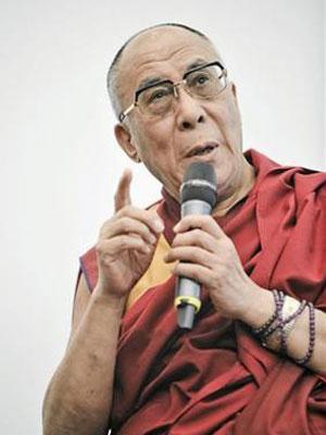 O Dalai Lama discursa em Cracóvia, na Polônia, em 23 de setembro.