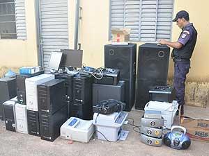 Ladrões teriam pago R$ 500 para guardar eletrônicos