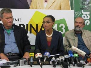O deputado federal eleito Alfredo Sirkis, a senadora Marina Silva e o deputado federal eleito José Luiz Penna divulgam dez temas para debate