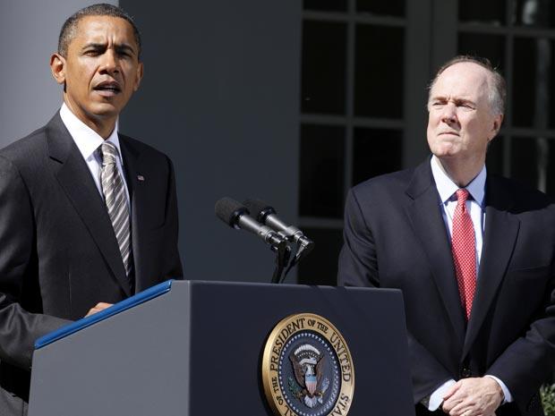 O presidente dos EUA, Barack Obama, e Tom Donilon nesta sexta-feira (8) em ato na Casa Branca.