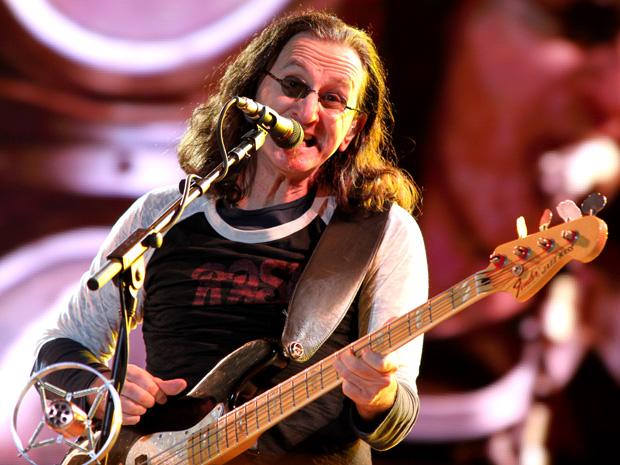 """O trio canadense Rush se apresenta em São Paulo na noite desta sexta-feira (8) como parte da turnê 'Time machine', em que toca na íntegra seu disco de maior sucesso, """"Moving pictures', que tem a música 'Tom Sawyer'."""