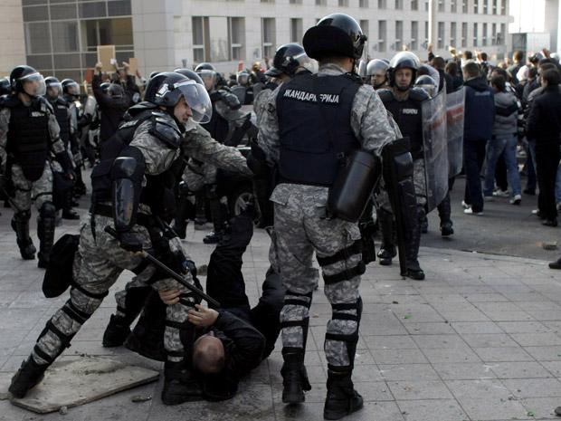 Pelo menos 57 pessoas -10 civis e 47 policiais- ficaram feridos, segundo a imprensa local. A parada gay não foi interrompida.