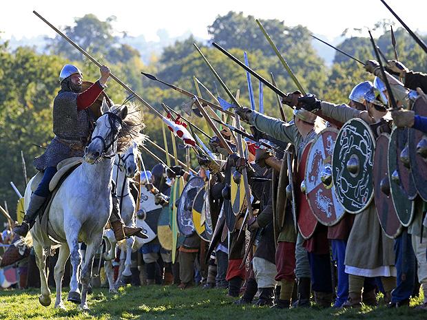 Encenação da batalha de Hastings no sul da Inglaterra.