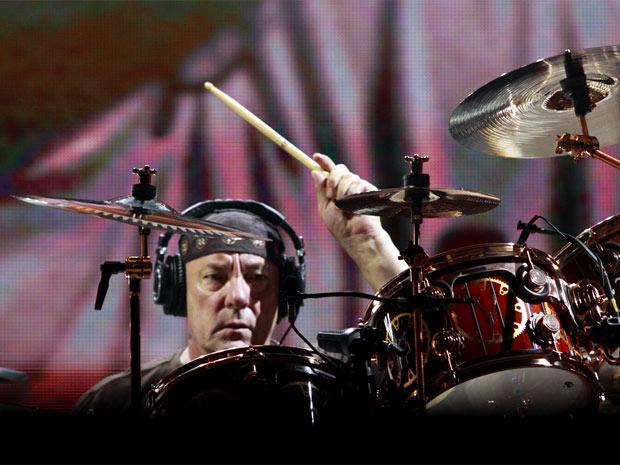 O baterista Neil Peart, um dos mais celebrados do rock no instrumento
