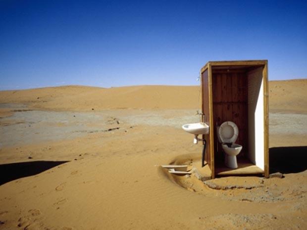Privada no meio do deserto do Saara, em Marrocos.