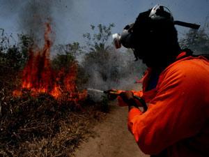 Moradores participam de curso de combate ao fogo