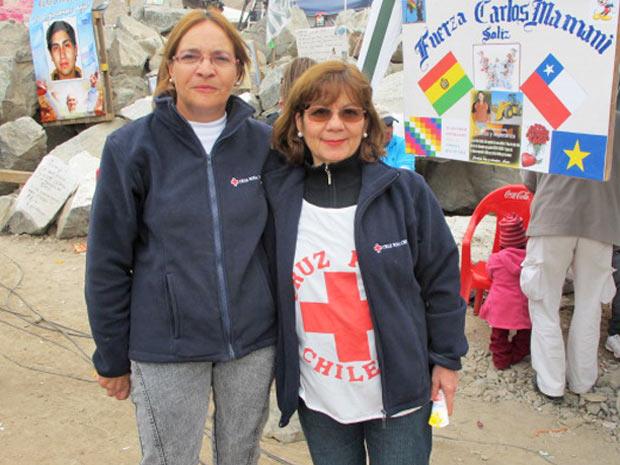 Marta e Orolisia, da Cruz Vermelha, na mina San José.
