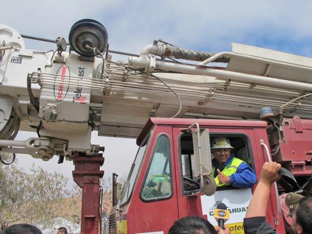 O motorista Luis Flores passou acenando e disse que era uma dos melhores momentos de sua vida.