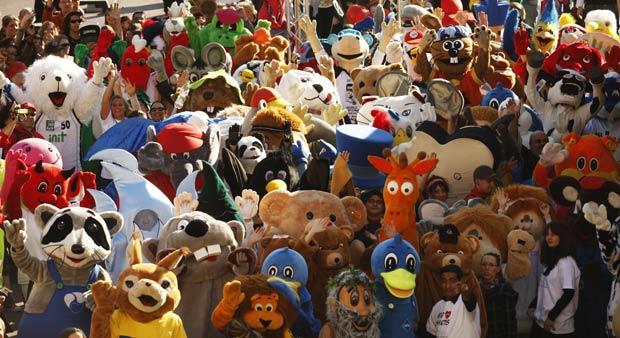Por recorde, 166 mascotes participaram de desfile na Alemanha.