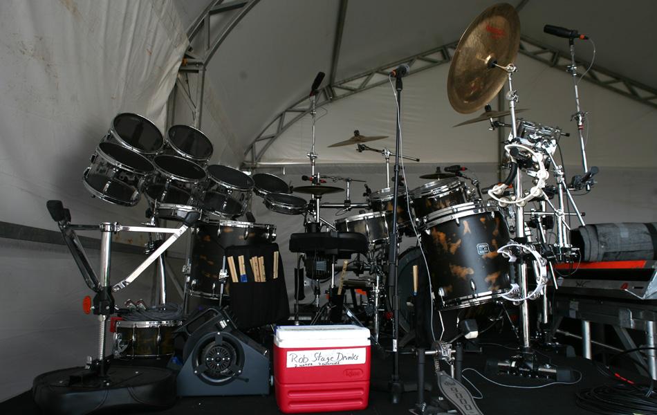 Kit de bateria de Rob Bourdon, baterista da banda americana Linkin Park