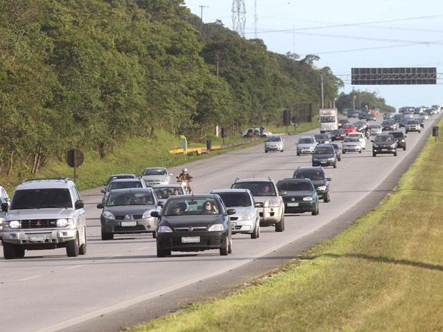 Rodovia dos Imigrantes teve tráfego intenso nesta terça-feira, volta do feriadão