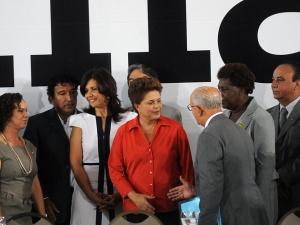 Candidata do PT à Presidência, Dilma Rousseff, durante reunião com líderes evangélicos, nesta quarta-feira (13).