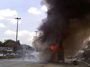 Leitora flagrou o momento em que o ônibus pegou fogo