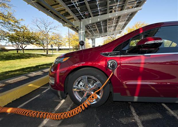 Postos de carregamento dentro das fábricas da GM serão alimentados por energia solar