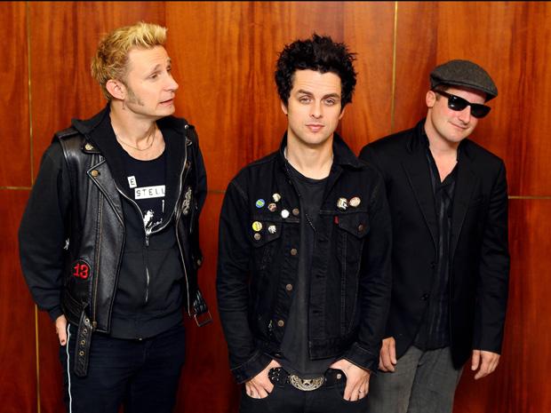 O truio de punk pop americano Green Day conversou com jornalistas em São Paulo na tarde desta quarta-feira (13) em São Paulo. 'Eu adoraria traduzir as músicas e fazer uma versão em português de 'American idiot', declarou o vocalista Billy Joe Armstrong. O