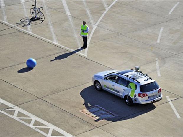 Carro desviou de obstáculos e obteve êxito durante testes em Berlim